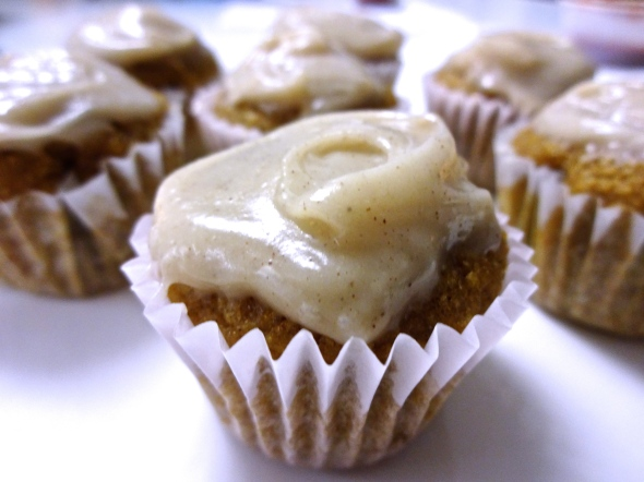 MINI-PUMPKIN CUPCAKES with CINNAMON CREAM CHEESE FROSTING